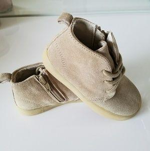 GAP boys sneakers/booties boots